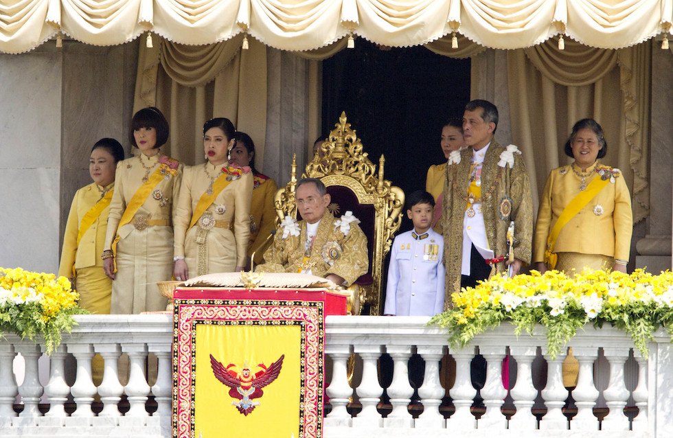 FILE - In this Dec. 5, 2012, file photo, Thailand's King Bhumibol Adulyadej, center, is surrounded by his family members, from left, Princess Somsavali, his daughter Princess Ubolratana, his daughter Princess Chulabhorn, Princess Siribhachudabhorn, Royal Consort Princess Srirasm, his grandson Prince Dipangkorn Rasmijoti, his son Crown Prince Vajiralongkorn and his daughter Princess Sirindhorn after addressing the crowd from a balcony of the Ananta Samakhom Throne Hall on his 85th birthday in Bangkok, Thailand. King Bhumibol Adulyadej, the world's longest-reigning monarch, on Thursday June 9, 2016, marks his 70th year on the throne. (AP Photo/Wason Wanichakorn, File)
