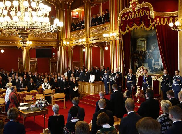 Oslo  20161003.Stortingets Âpning 2016: Kong Harald holder trontalen under den h¯ytidelige Âpningen av det 161. storting mandag.Foto: Heiko Junge / NTB scanpix
