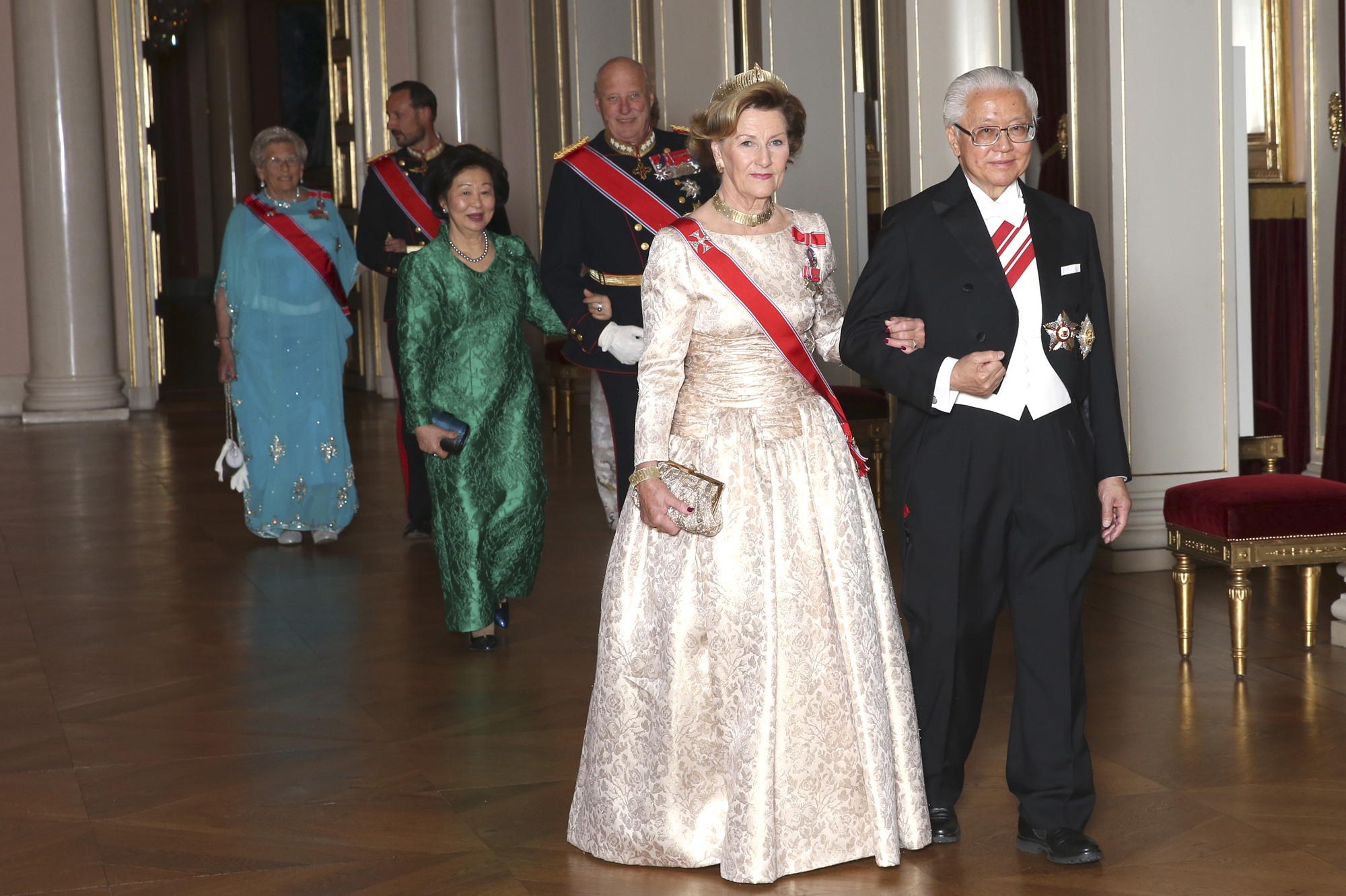 Oslo, Norway 20161010. State visit from Singapore.  Queen Sonja with Singapore's President Tony Tan Keng Yam on the way to a gala dinner at the Royal Palace in honor of the presidential couple visits. Photo: Vidar Ruud / NTB scanpix